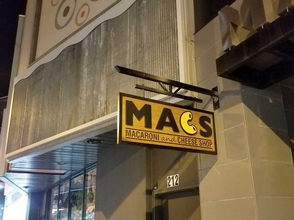 Mac's - Blade Sign - Wisconsin Dells, WI